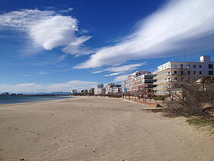 Beach at Roses looking south towards Empuriabrava